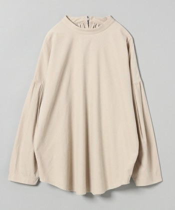 いかがでしたか?ウィンターファッションを盛り上げるコーデュロイ。生地の厚みや畝の太さによっても、その印象は変わってきます。ワードローブと相談しながら、とっておきの一着を見つけてくださいね。