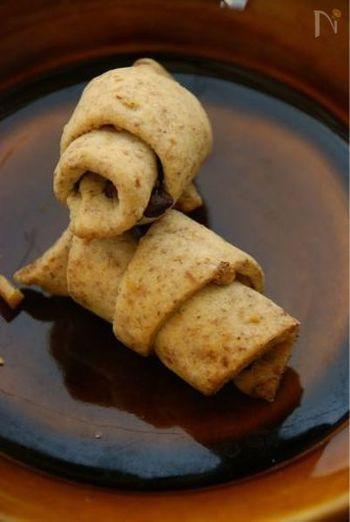 生姜とナッツの体に優しい素材の組み合わせが魅力♪ナッツには松の実を使い、レーズンなども入った味わい深いクッキーです。形もユニークで面白いですね♪
