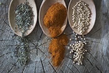 独特な香りのクミンは、炒めたら油ごと炊飯器にいれてクミンライスに!こだわりのカレールーを、ひと手間かけたライスでいただくのはいかがですか♪