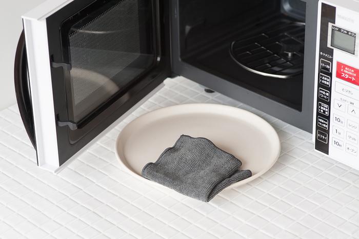 レンジ内の油汚れや、冷蔵庫内の汚れなどにも効果的。手荒れが気になって大掃除でも洗剤をあまり使いたくない人や、洗剤を使わずに掃除をしたい場所にぴったりなアイテムですね。