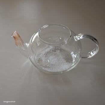 なかなか綺麗に落とすのが難しい急須の茶渋にも、オキシ漬けは効果を発揮します。