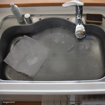 時間が経ったら後は入れていた物を水洗いして、キッチンシンクも洗い流せばOKです。 規模は大きくなってしまいますが、浴槽でも同じことができるので、気になる方はぜひ試してみてくださいね♪