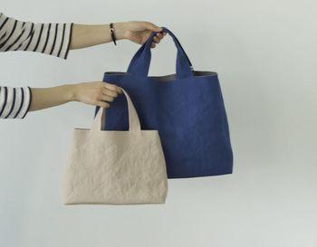 内部が見えにくい台形の布バッグはベージュ、グレー、イエローなどなど5色。2サイズあり、大きなほうはA4サイズが入ります。