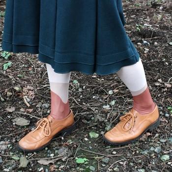 スカートの時は寒さが気になりますが、足元のオシャレを楽しみながら防寒力も高められるタイツは実用性も抜群です♪