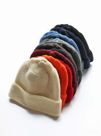 カラ―が豊富なニット帽は、おそろいコーデにぴったりなアイテム。同じ色で揃えても、あえて違う色を選んでも、キュートなおそろいコーデに仕上がります。