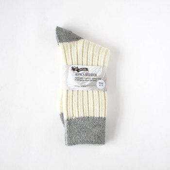 最近では少なくなってきた天然素材100%の靴下。昔ながらの製法で作られる、質実剛健なものづくりに定評のあるブランドのはき心地をぜひ試してみて。