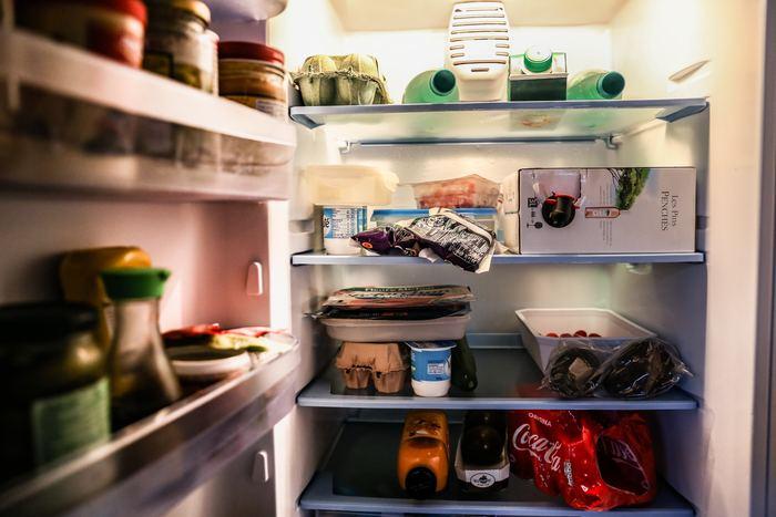 クリスマスパーティが終わると冷蔵庫の中に空きが出ます。このタイミングでおせち料理に使う食材を買い足します。保存の効くものから手際よく調理&保存していくことで、効率よく冷蔵庫の野菜室や冷凍室のスペースを埋めていきましょう。