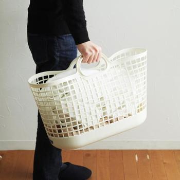 ハンドル付きなので、ベランダやコインランドリーなどへの洗濯物の持ち運びに便利です。