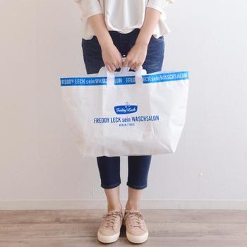 ちょっとそこまでのエコバッグにも便利なSサイズと、厚手の毛布も入るMサイズ、布団もすっぽり入るLサイズの3サイズ。