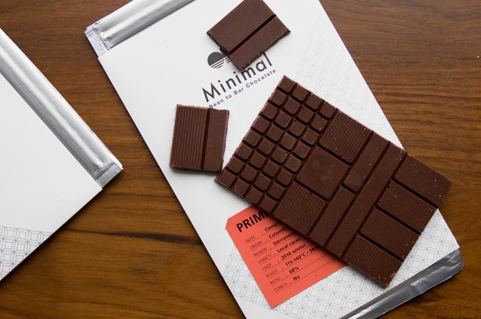2014年1月、渋谷区富ヶ谷にオープンしたBean to Berの専門店「Minimal」。自家焙煎されているカカオは全てシングルオリジンであり、わざと粒子を荒くして作るので、カカオ本来の香りと風味をしっかり楽しめるチョコレートです。