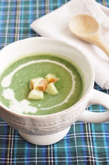 さっとゆでたほうれん草とジャガイモ、玉ねぎのグリーンポタージュは、じんわり染み入る美味しさです。