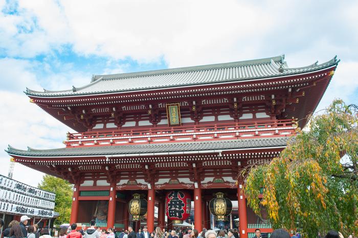 浅草と言えば浅草寺(せんそうじ)。東京の観光名所として、毎日多くの人々で賑わっています。今回の七福神巡りは、まずはここからスタートです。