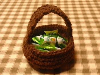 まん丸バスケットの編み方は、こちらをご参考にして下さい。編み目の数を増減したり、毛糸の太さを変えたりすると、お好みのサイズにアレンジできますよ。