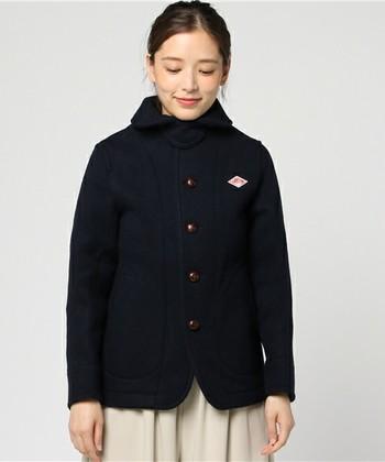 コートの定番ブランドととしておなじみの「ダントン」。厚みのあるウール素材が暖かく、シンプルなデザインも人気です。