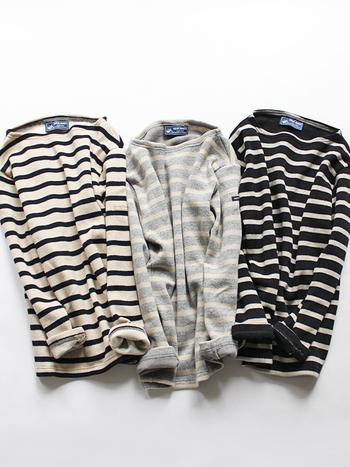 バスクシャツで有名な「セントジェームス」ですが、ニットも素敵。定番のボーダーシャツと同じデザインになっています。表地はとても軽い圧縮ウール、裏地は肌に触れても心地良いスムースコットンでできているので、着心地も抜群です。