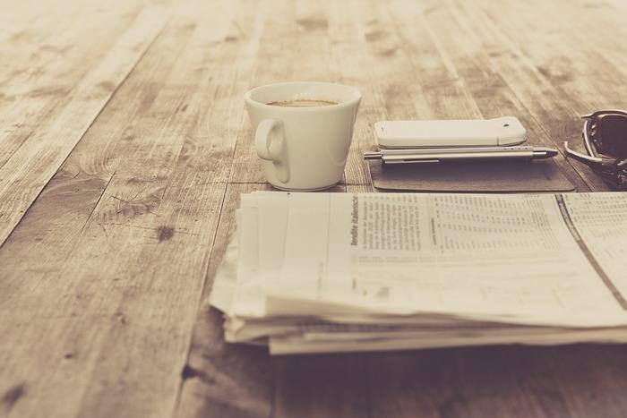 朝、少し早めに起きて新聞を読んだり、ニュースを見たりして、世の中の流れを知っておくのも大切なことですね。その日会った人との話題作りにもなります。