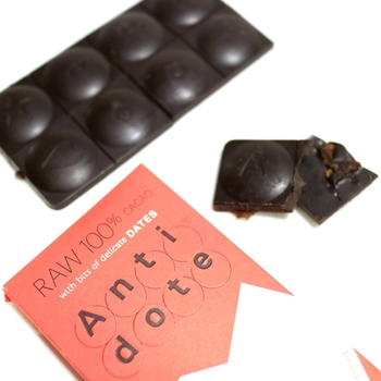 ニューヨーク発「Antidote」のチョコレートは、美味しい特効薬となるチョコレートを目指して作られました。果実や花、スパイスと美味しさを引き立てる海塩が散らばっていて、カカオ本来の素晴らしい味が楽しめます♪