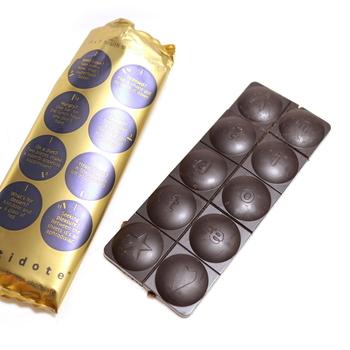 洗練されたパッケージとチョコレートの形もかわいいですね♡