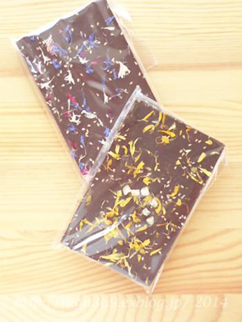 まるでお皿の上に花が咲いたようなチョコレートです♪