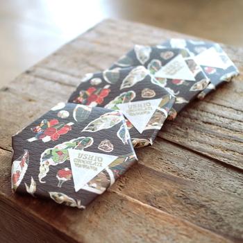 広島県尾道の向島にある「ウシオチョコラトル」。海外を訪れて選び抜いたカカオ豆を仕入れて、お店に併設した工場で製造&店で販売するbean to barのチョコレート専門店です。地元の作家さんがデザインしたパッケージも魅力的。