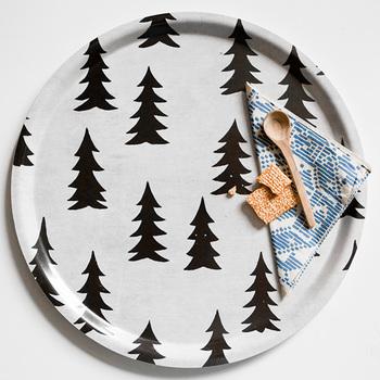 スウェーデンブランドFine Little Day(ファインリトルデイ)のGRANシリーズは、北欧らしいもみの木のデザイン。まさにクリスマスシーズンにぴったりで、他にもクッションカバーなどが展開されているのでお揃いにしても素敵♪