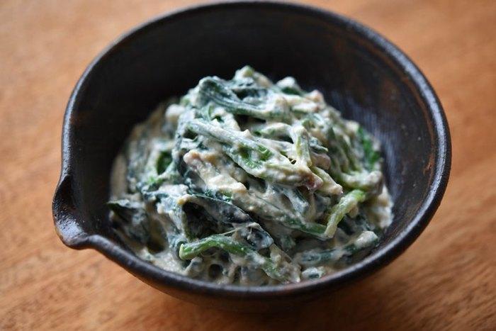 ほうれん草や小松菜、チンゲンサイでも美味しく作れる白和え。ヘルシー食材の豆腐も摂れるので、外食続きで野菜不足の時にはぜひ! 薄口醤油を使うと色が付きにくくキレイに仕上がりますよ。