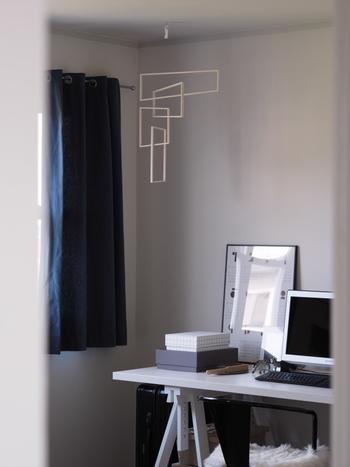 空間を切り抜くような四角い枠は、お部屋にしっくりマッチします。モダンなインテリアにどうぞ。