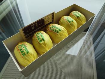 レモンの形そのままの「レモンケーキ」。 レモンは田辺市の特産品です。
