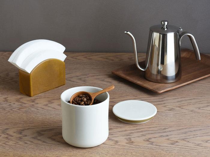 コーヒーフィルターケースや、コーヒー豆入れ、コーヒーケトルなどお気に入りのアイテムを探すのも、おうちカフェの醍醐味です。