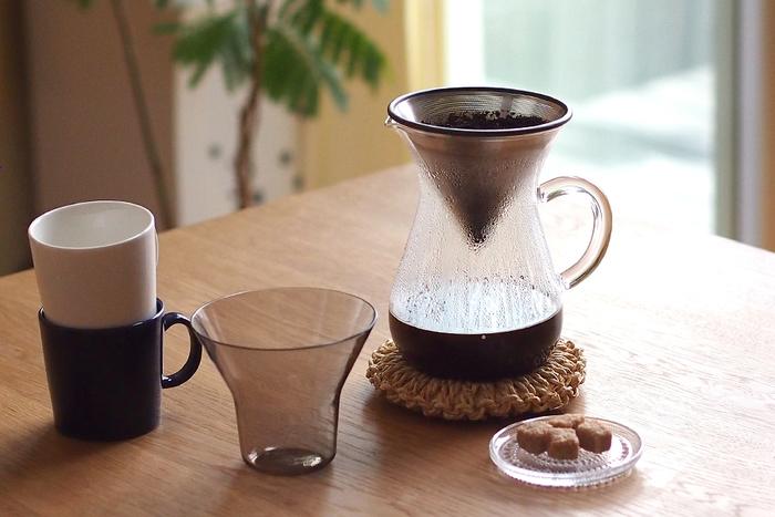 キントーのコーヒーカラフェは、ころんと丸みを帯びた形が愛らしい。コーヒーフィルターは、繰り返し使えるエコロジーなステンレス製。コーヒー豆の味わいや香りがダイレクトに味わえるとか。