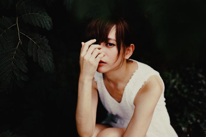 言動が落ち着いていて好ましい印象を与えること。また姿や身のこなしが穏やかで、顔つきが素直であることも含まれます。
