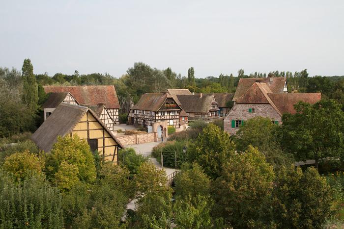エコミュゼ・ダルザスは、約70軒の本物の農家を集めた野外博物館です。