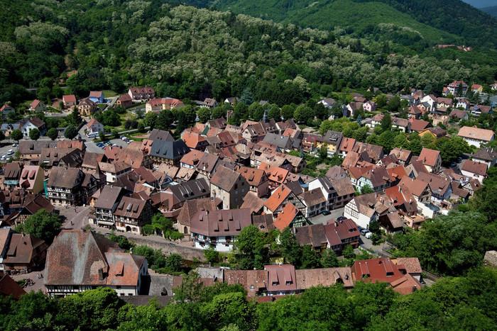 「皇帝の山」という意味を持つカイゼルスベルグの歴史は古く、13世紀初頭にまで遡ります。13世紀初頭から神聖ローマ帝国の統治が始まったカイゼルスベルクは、1293年からは帝国都市として栄え、煌びやかな歴史を歩んできました。