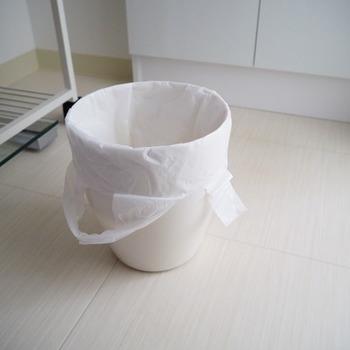 穴が開いていても、ビニール袋をかぶせてしまえば何の問題もありません。ただ、ビニールが見えたままの状態だとちょっと気になりますよね。そこで、さらに一工夫。