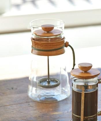ハリオのコーヒープレスは、珍しい木製のナチュラルな雰囲気が魅力。保温性に優れているダブルグラスで、コーヒーだけでなく紅茶やハーブティーにもぴったり。