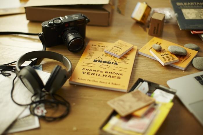こちらは「ロディア」とのコラボレーション製品。シンプルで使いやすいブロックメモのロディアは世界中で愛されているメモ帳です。「THE」とのコラボデザインは、イメージをそのままにロディアの歴史を盛り込みました。