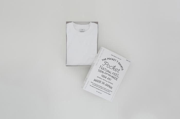 小さなポケットが胸元に着いたシンプルなTシャツ。超長綿「スーピマコットン」の落綿を使用して、適度な厚みのある一着に仕上がっています。洗濯を繰り返しても丈夫で長持ちしてくれます。