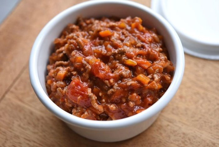 このミートソースがあれば、パスタは勿論のこと、オムレツやグラタン色々アレンジが効きます。日持ちもするので常備菜として是非作っておきたいレシピです。