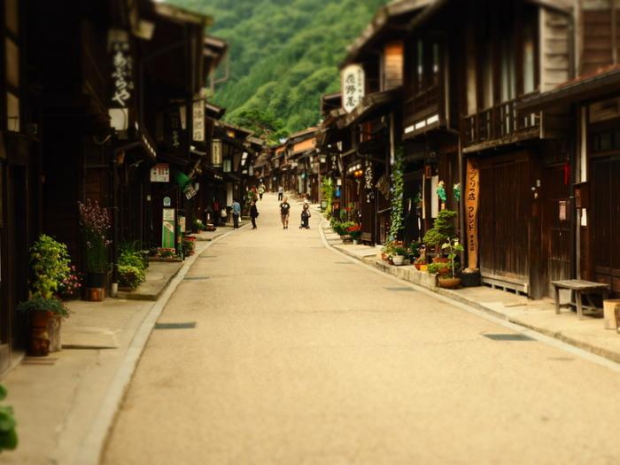いかがでしたでしょうか?中山道のうち、長野~岐阜間にある木曽路最長の宿場町として栄えた「奈良井宿」。木曽路にはここ以外にも、他に10の宿場が集っています。ぜひ時間があるときは、旅人の足跡をたどって、ほかの宿場町跡にも立ち寄ってみるのもおすすめ。都会の喧騒から離れて、古きよき時代の雰囲気に浸る素敵な思い出をつくりませんか♪
