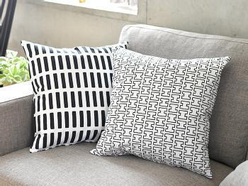 北欧の家具ブランドとして人気の高い「Artek(アルテック)」の、オリジナルクッションカバーです。シンプルなデザインだからこそ、数種類重ねて置くとおしゃれ度がアップします。