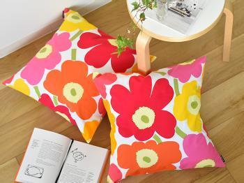 大人気ブランド「marimekko(マリメッコ)」の中でも、特にファンの多い「PIENI UNIKKO(ピエニウニッコ)」デザインのクッションカバー。50年以上も愛されているデザインは、色あせることなくお部屋を彩ってくれます。