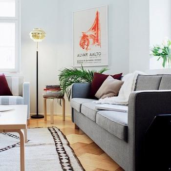大がかりな模様替えをしなくても、クッションカバーを変えるだけでお部屋の雰囲気をがらりと変えることも可能です。お部屋の雰囲気に合わせたものや、季節に合わせたクッションカバーで、インテリアを楽しんでみてくださいね。
