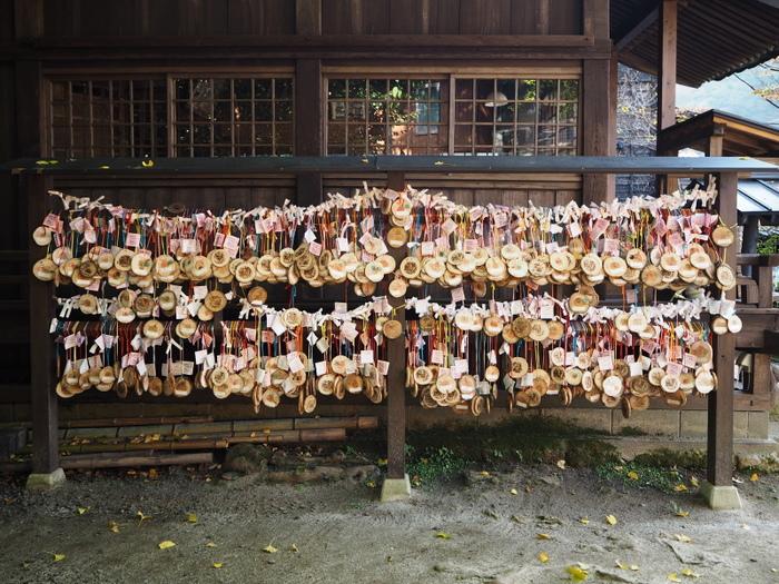 さて、3つのお湯を巡り終わった入湯手形は記念に持ち帰ることもできますが、黒川温泉内にある「地蔵堂」では、願いごとのスタンプを押して絵馬のように奉納することもできますよ♪