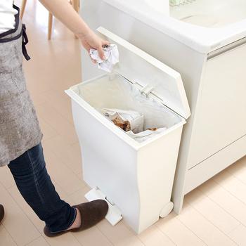生活をする上で欠かせない「ゴミ箱」。皆さんのおうちでも、リビング、キッチン、寝室、洗面所など、いろいろな場所にゴミ箱を設置しているのではないでしょうか?