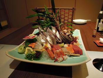 館内の海鮮料理を味わえる「えいたろう」では、豪華なお造りを堪能。他2店舗では、創作料理や会席料理も選べますので、食べたいお料理に合わせて楽しめるも嬉しいですね。