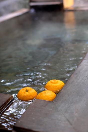 日帰りでも源泉掛け流しの湯にゆったりと浸かりながら、少し足を延ばしてゆったりできるのが嬉しいですね。