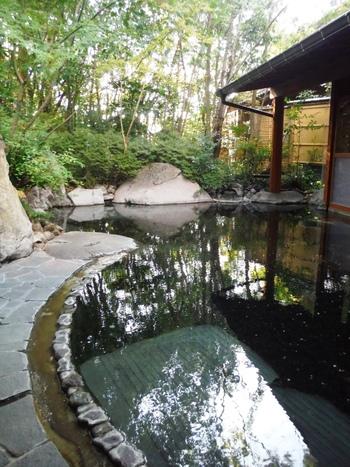大正時代から代々守り継がれて来た「千人風呂」。源泉100%かけ流しの開放的な露天風呂で、ゆったりと旅の疲れを癒しませんか?