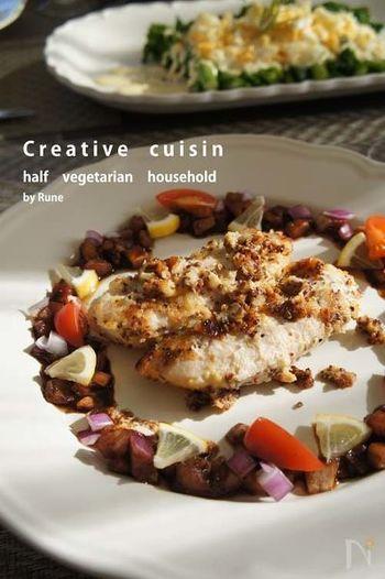 鶏ささみを塩麹に漬け込んでソテーしたものに、ラ・カンティーヌのソースをベースにしたバルサミコソースをかけて。ディナーのテーブルに出したいおしゃれメニューですね。