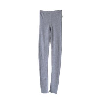同じ素材のレギンスインナーと合わせればより温かくて快適です。インナーとしてだけでなく、スカートの下に穿いてレイヤードコーディネートも楽しめます。