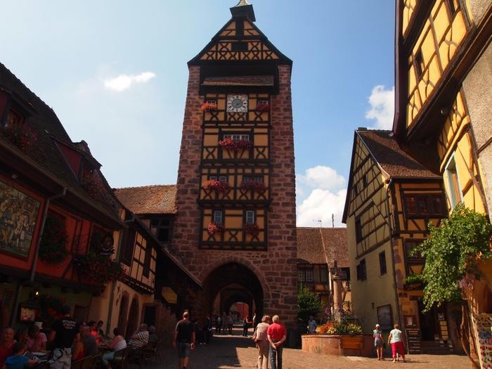 リクヴィルの玄関口となっている城壁門、ドルデーの塔は13世紀に建造されたものです。